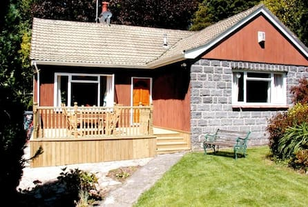 Bungalow in historic seaside town - Beaumaris