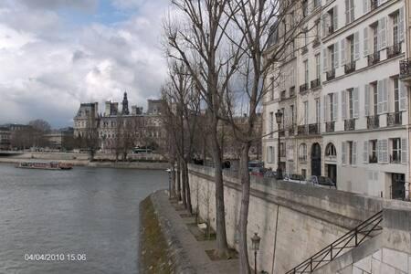 design and history: Ile St Louis view on the Seine - Párizs - Lakás