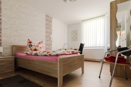 Zimmer in zentral gelegener 4erWG in Hameln (Nr.1)