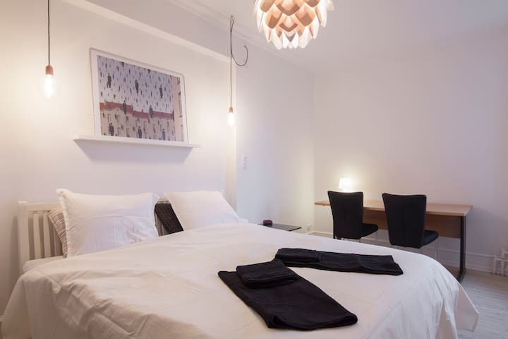 Bright and newly refurbished room