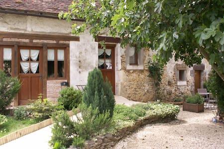 La grange de la maison poyaudine - Mézilles - House