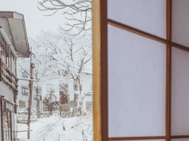 4人部屋 赤倉観光リゾートスキー場まで徒歩2分のBARがある宿