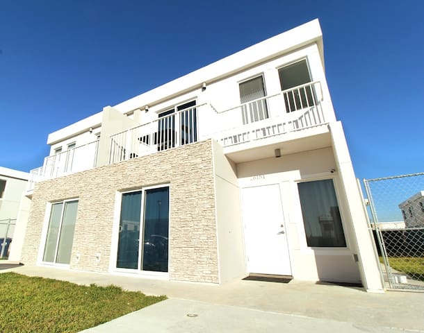 A20-Contemporary Lux 3/3 House Miami Zoo Speedway!