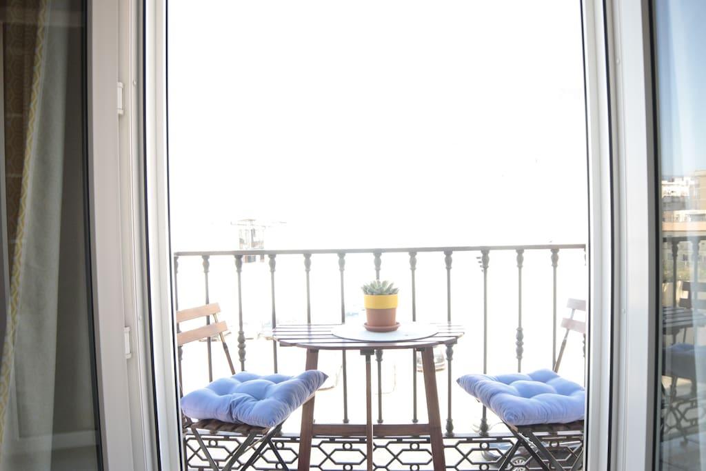 balcony (balcón) 1
