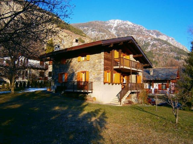 La salle -villa vista Monte Bianco - La Salle - Chalet