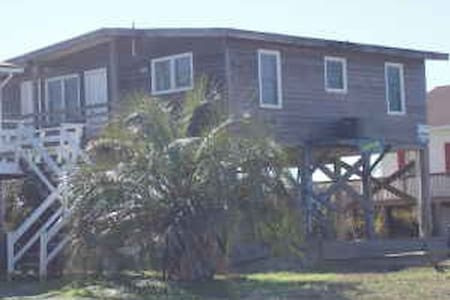 Cozy Rustic Ocean Front Cottage - Oak Island