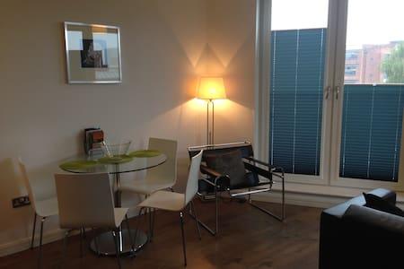 Modern 2 Bed Apart. in Southside - Birmingham - Apartment