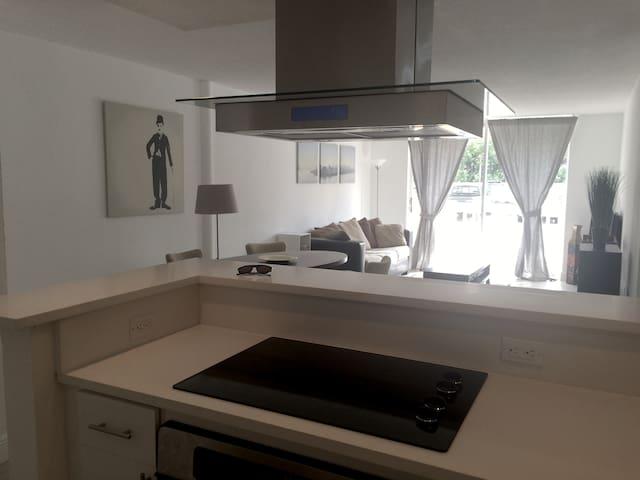 Beautiful Modern Convenience for 4 - Майами - Квартира