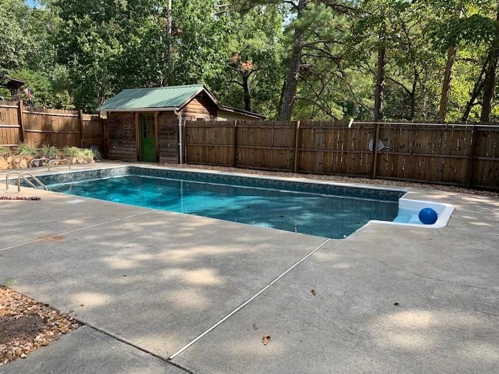 LakePoint Retreat- pool open May-September