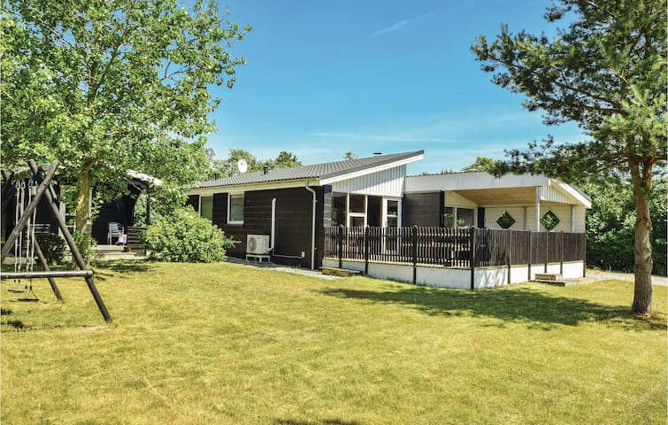 Holiday cottage with 2 bedrooms on 73m² in Juelsminde