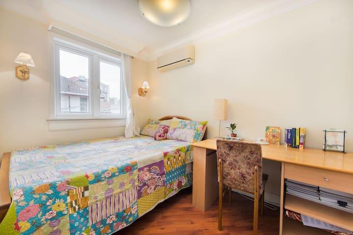 Cozy room in lane apt near Jingan - Shanghai - Byt
