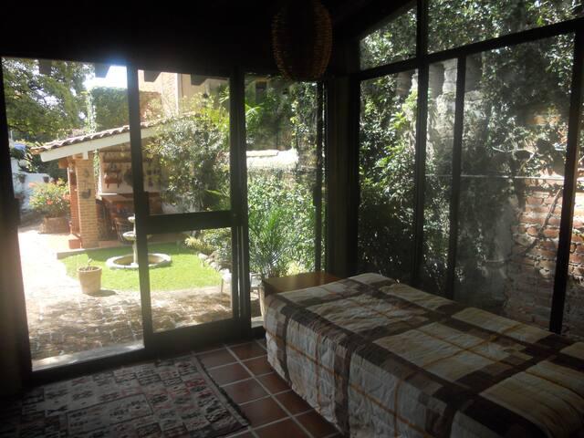 Comfortable casita/w a great garden - Ajijic - Hus