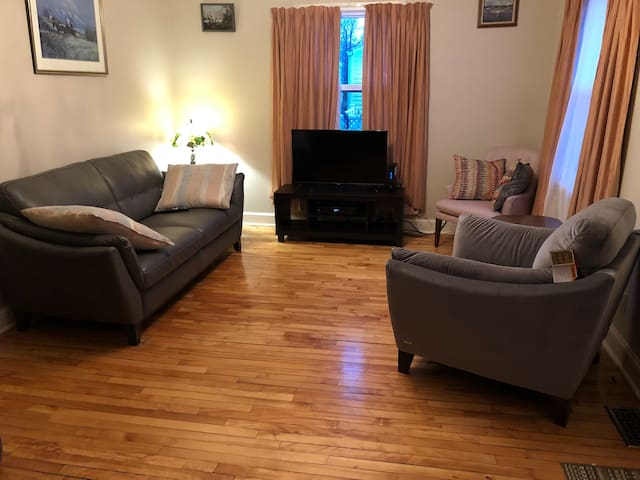 Cozy Two Bedroom close to Downtown