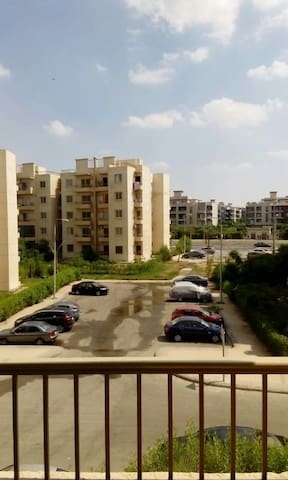 Apartment in Sheikh Zayed with a nice view