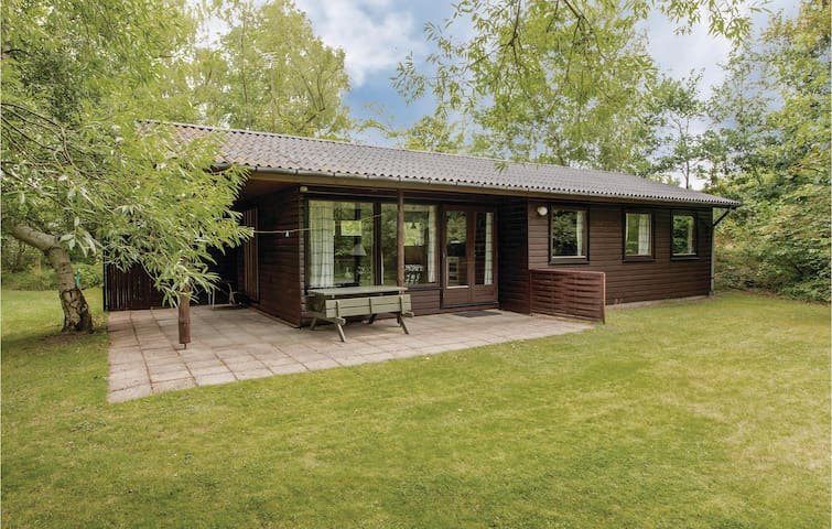 Holiday cottage with 3 bedrooms on 65m² in Højby