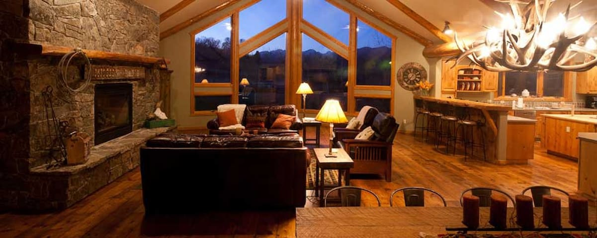 Beautiful Lodge on Working Cattle Ranch - Livingston