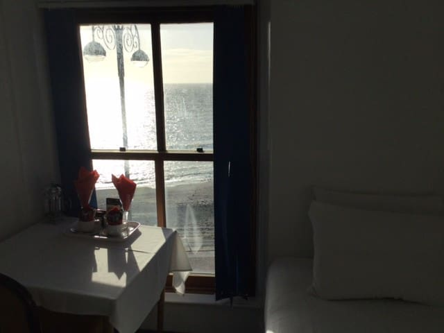 Single Sea View-Shared Bathroom-Celtic Bay Guest H