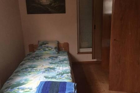 Belle chambre/sdb indépendante/accès privé/parking