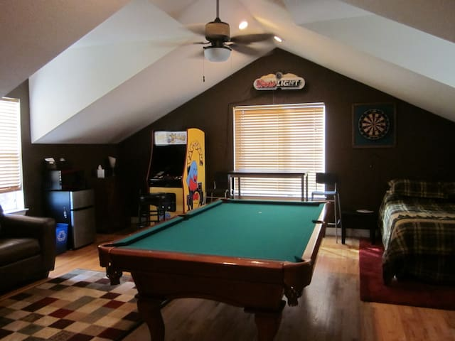 Room w/Private Entrance, Pool Table - Broomfield - Huis