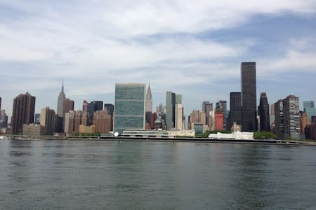 AMAZING MANHATTAN SKYLINE VIEW