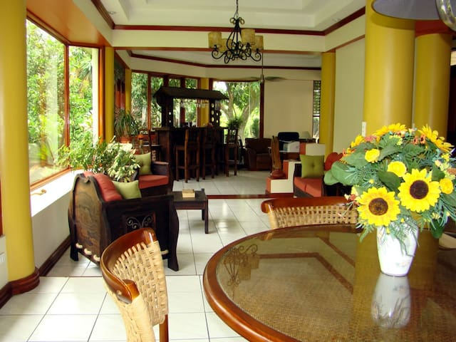 Room 7 min. from airport / Busstop! - San Jose - House