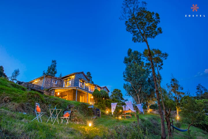 A Bed in 2 bed mixed dorm (Ensuite) in Kodaikanal