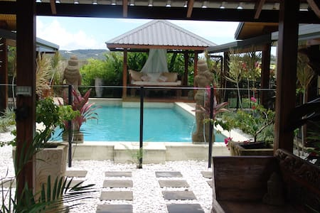 Beachside Bali inspired B & B - Bed & Breakfast