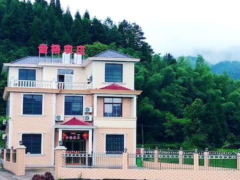 武功山金裕农庄标准间紧邻游客服务中心、滑草场