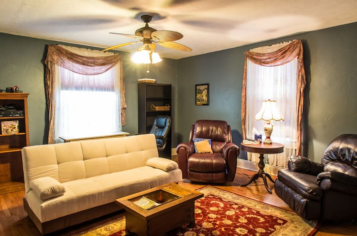 Luxury apartment; sleeps 4  - Massillon