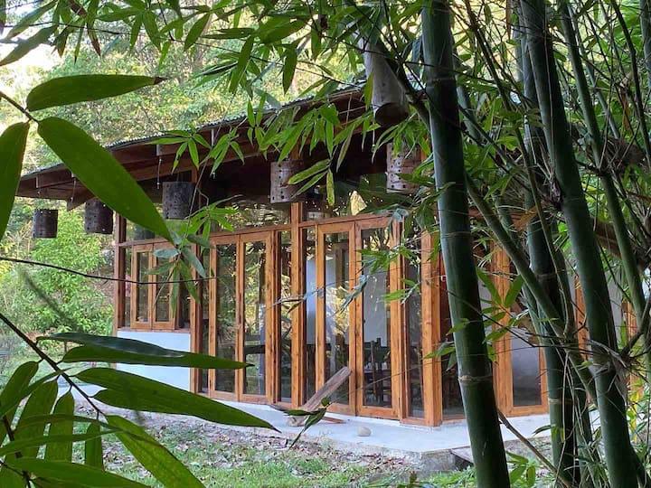 Casa Bambú para 8 a 3km de la playa y centro Jaco