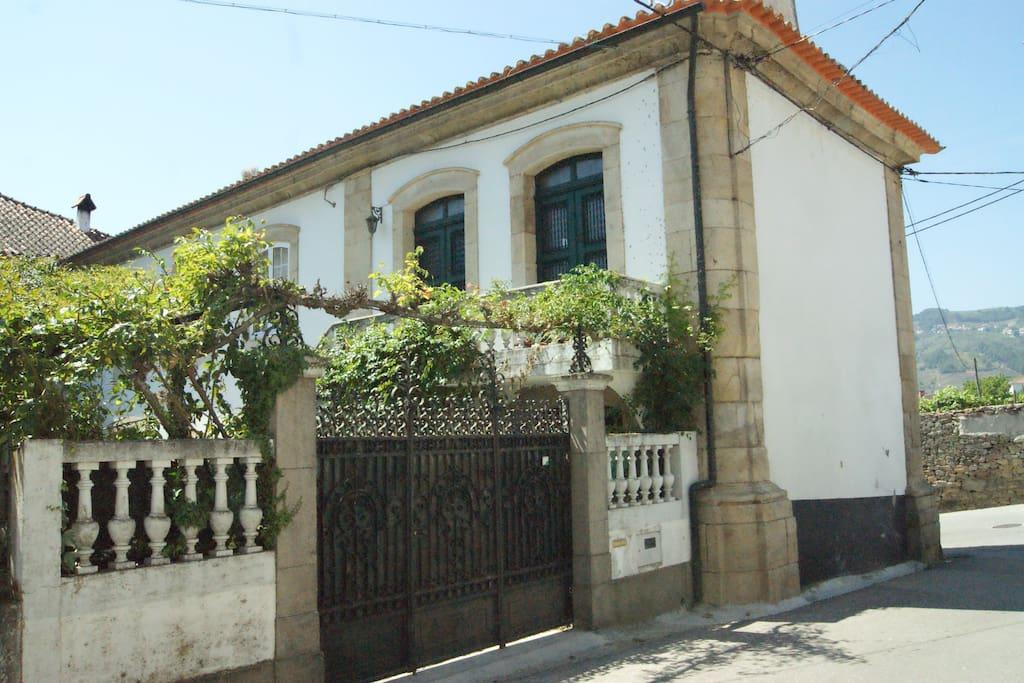 Entrada da Casa Grande do Serrado