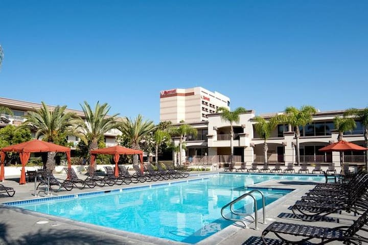 Beautiful Marina Del Rey Studio! Pool and Views! - Marina del Rey - Apartamento