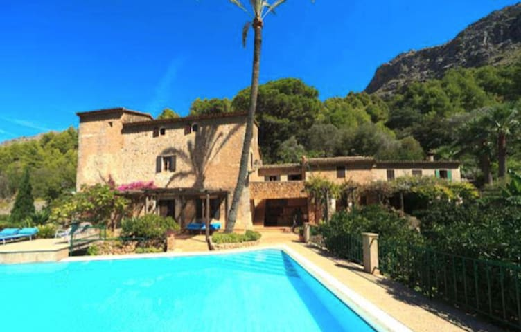 Holiday House in CALA TUENT