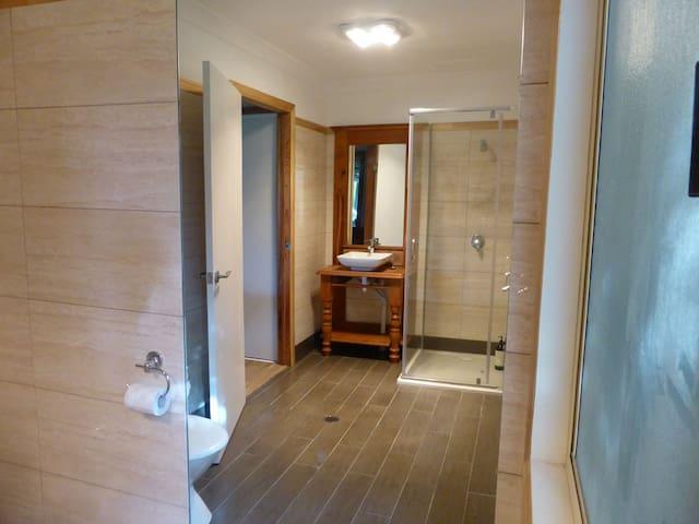 2 Bedroom 2 Bathroom Bungalow with views - Mount Mellum - Bungalou