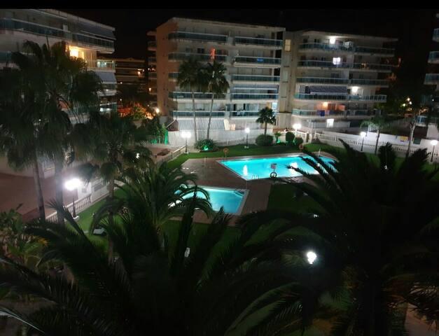 Vistas nocturnas desde la terraza del piso.