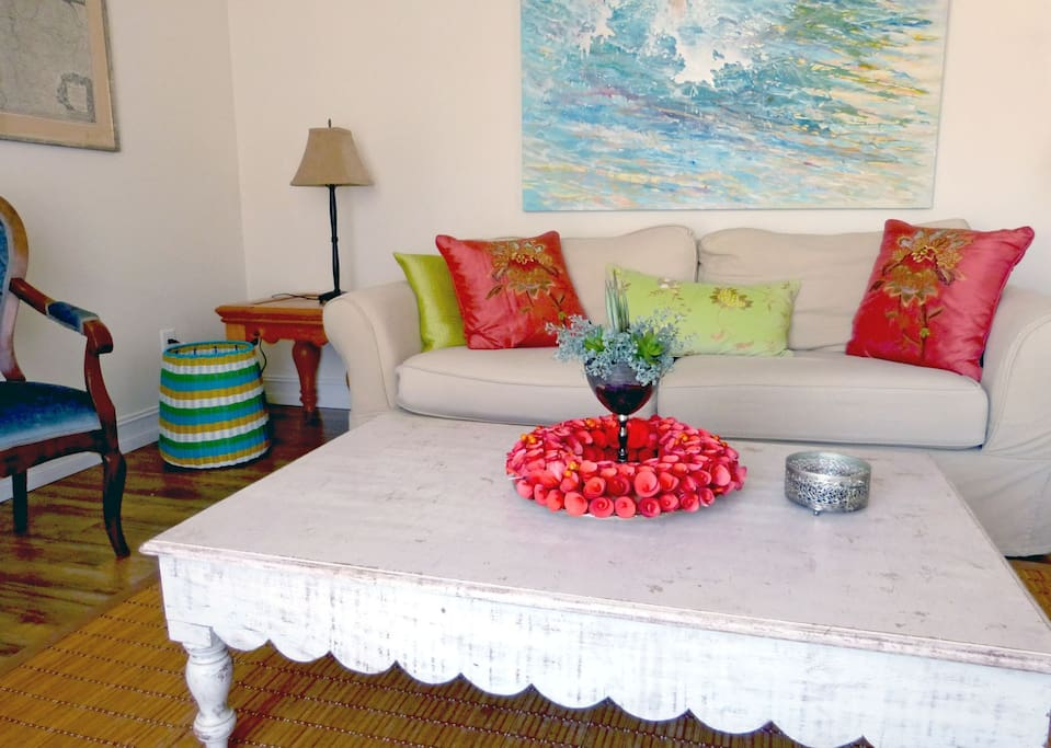 casual and chic living room (detail)
