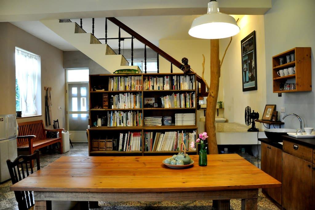 藏書豐富、寬敞的客廳