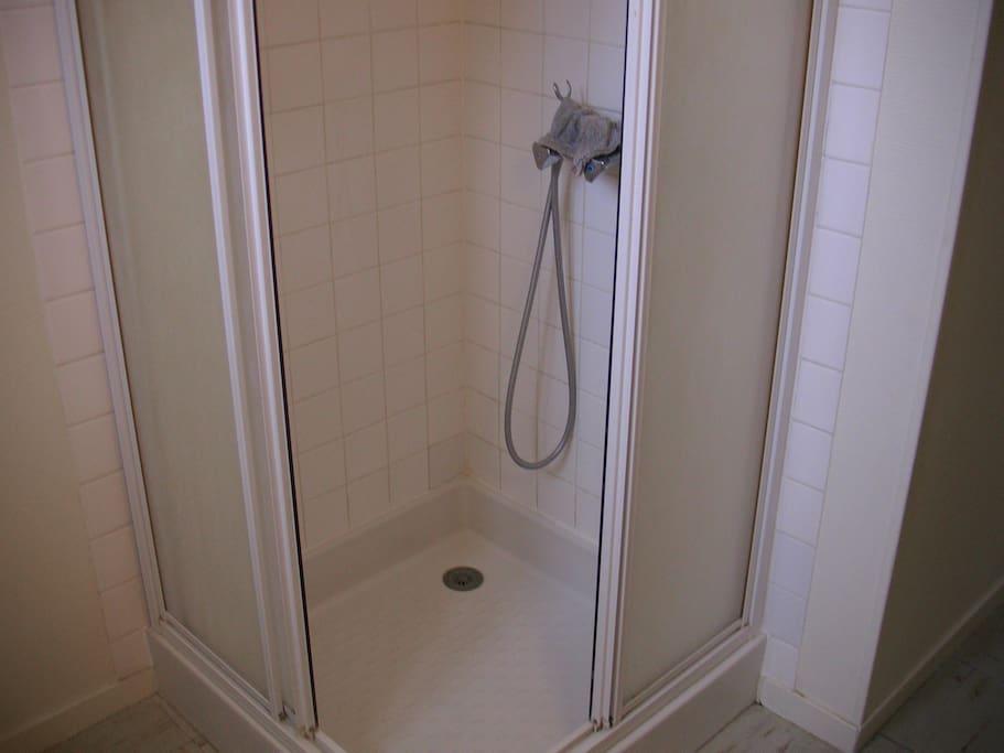 Grde chambre calme chez l 39 habitant appartements louer - Chambre syndicale nationale de l eau de javel ...