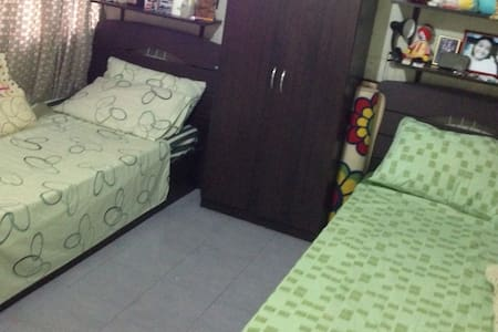 Cozy private airconditioned room - Huis