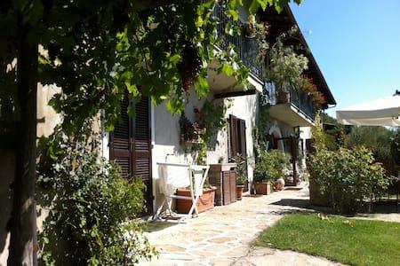 Charming Country Home On A Mountain - Castellino Tanaro - Talo