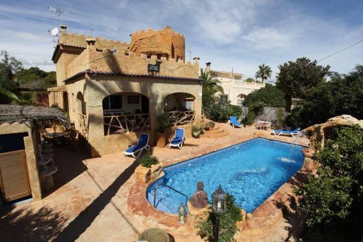 Villa mit Charme auf einem ruhigen Finca-Gelände - Orihuela Costa - Pensió