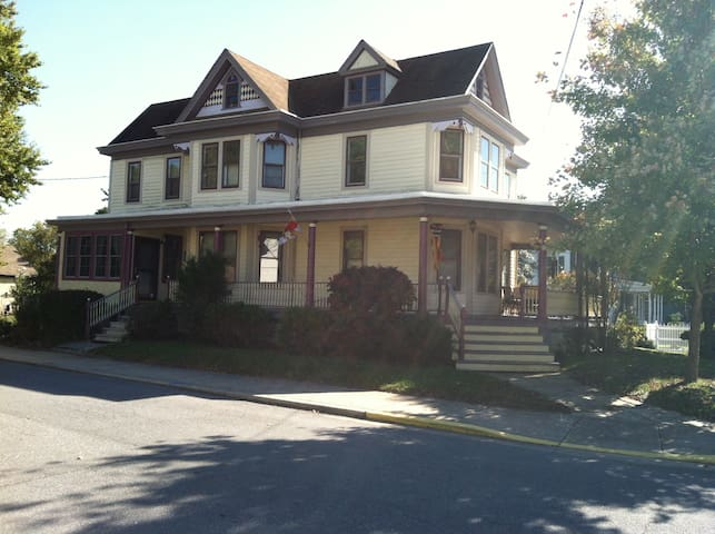 Lovely Victorian in Rural Townsend - Townsend - Hus