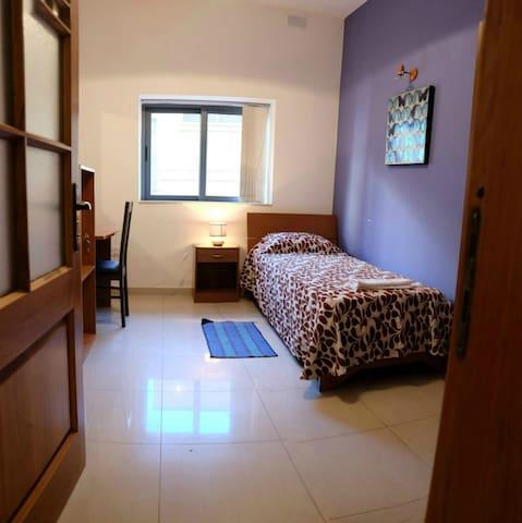 Comfortable room x1 in city centre - Sliema - Daire
