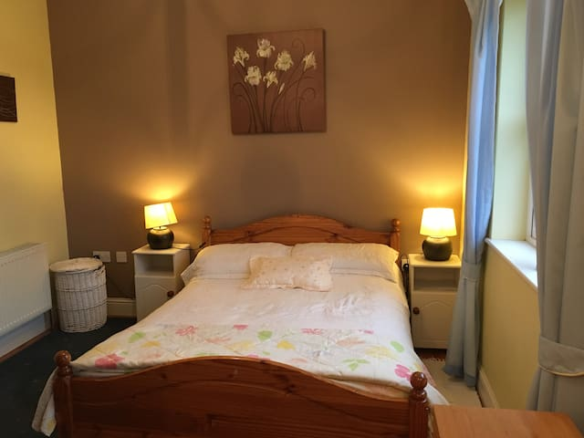 Wild Atlantic House with 2 bedrooms for bnb - Easky - บ้าน