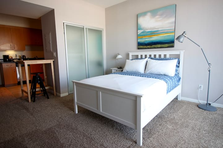 Modern Studio, blocks from 3rd St. & Pier BI311 - Santa Monica - Apartment