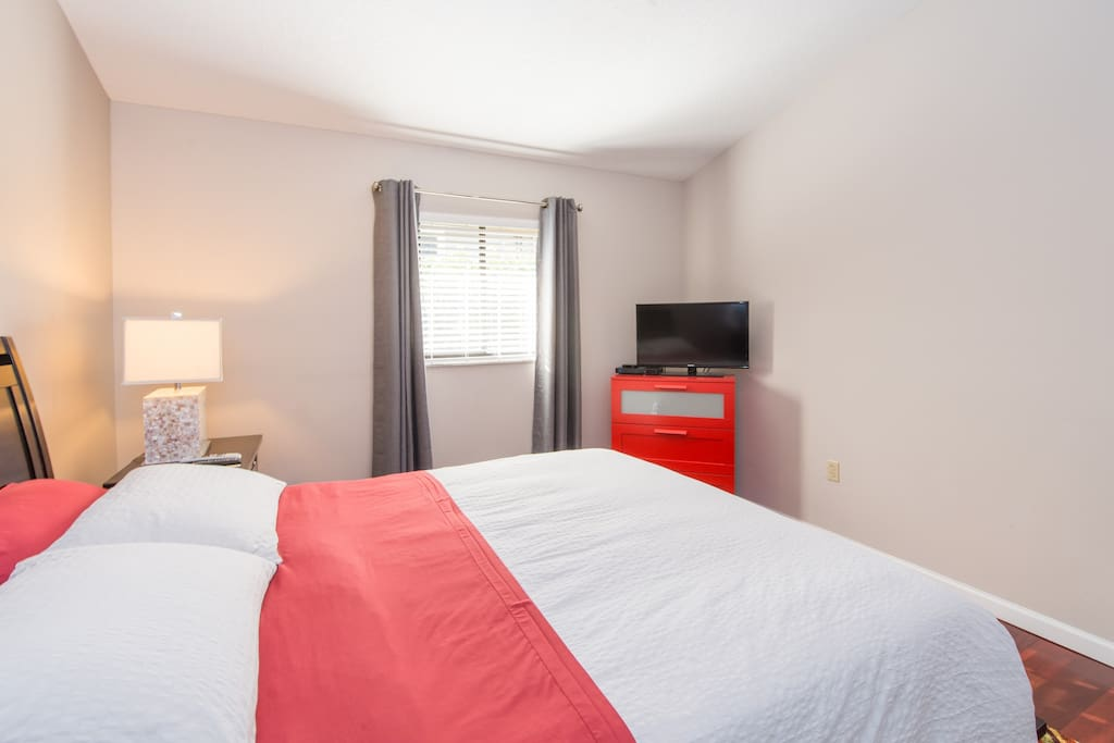 Guest bedroom #2 - Your private bedroom with TEMPUR-PEDIC mattress and pillows