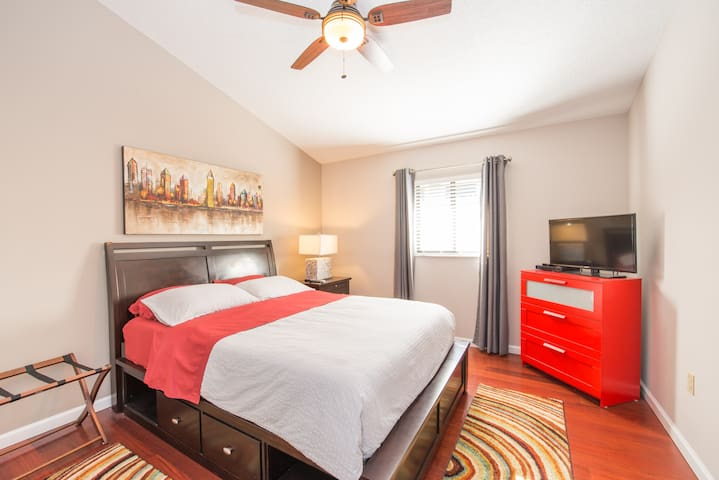 #2 HOME AWAY FROM HOME IN ORLANDO PRIVATE BEDROOM