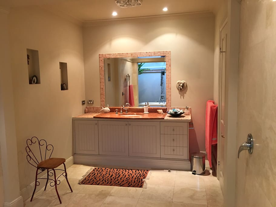 Bathroom's Vanity