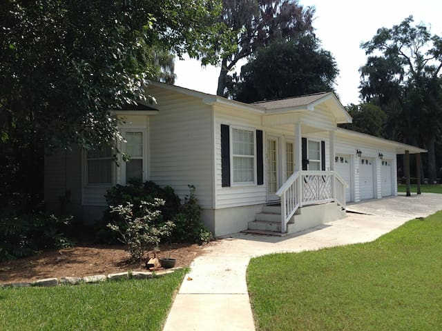 Small islands garden cottage apartments for rent in for Compact cottages georgia