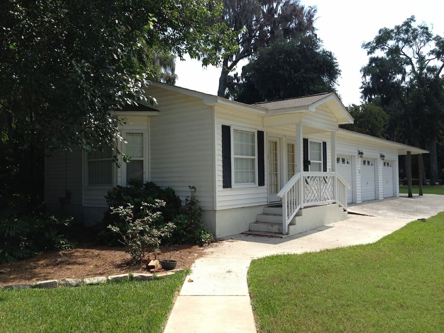 Small islands garden cottage flats for rent in savannah for Compact cottages georgia